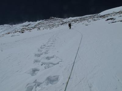 6-alex rapelando a 7300 metros al fondo la cumbre