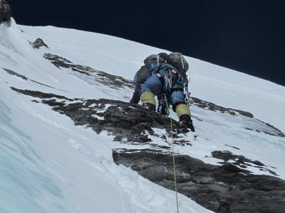 8-alex abriendo a 7400 metros una zona de mixto roca y hielo